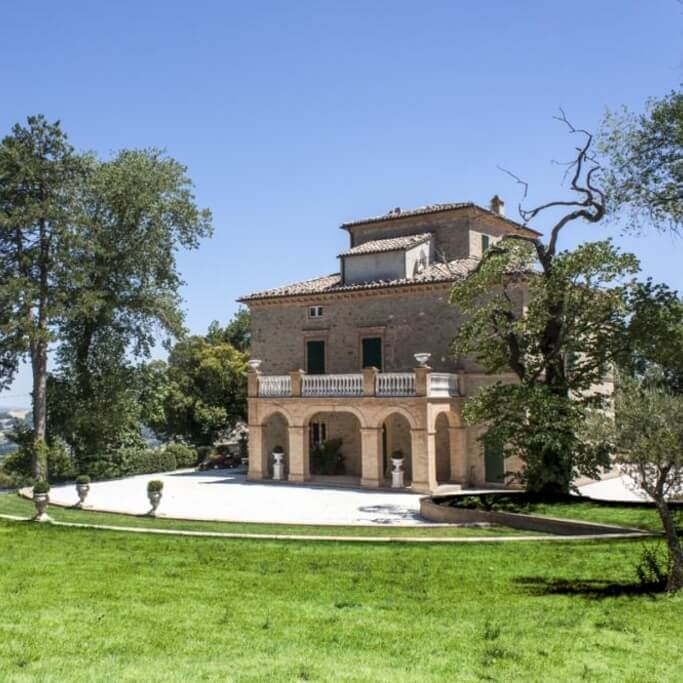 Villa Arum Lily back